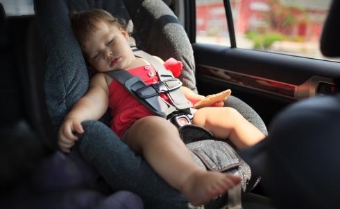 Dimenticare un figlio in auto
