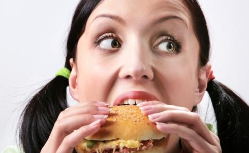 Le emozioni influenzano il rapporto col cibo